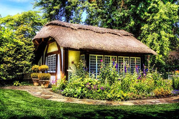 Naturhaus mit Reet und Garten