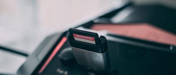 Es ist ein Speichermedium, welches dem Nutzer das eine oder andere Mal Kopfzerbrechen bereitet: die SD-Karte. Bei einer SD-Karte handelt […]